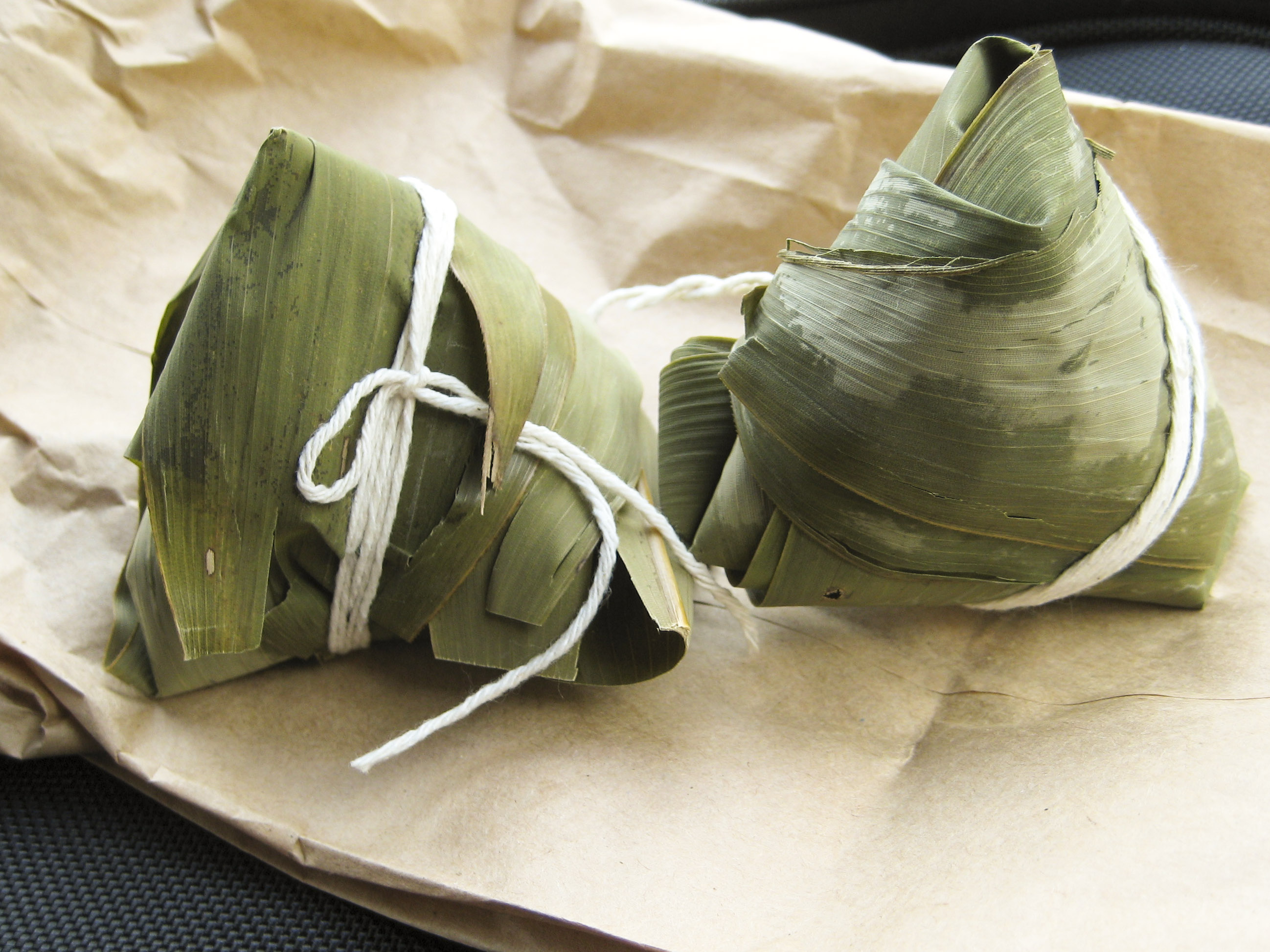 ... EXPLOSIONS » Blog Archive » Zongzi – Sweet Dumplings with Red Bean
