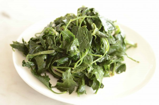 Quinoa Leaves with Garlic